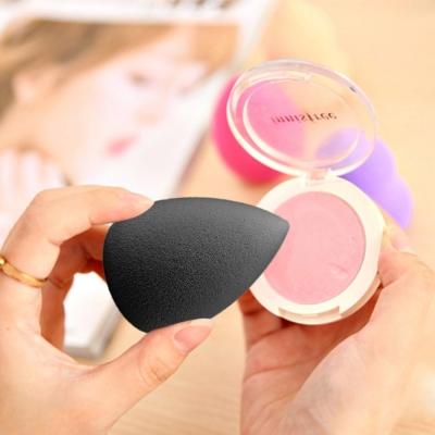 Make-up hubka v tvare kvapky - black