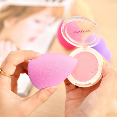 Make-up hubka v tvare kvapky - pink